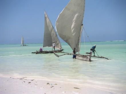 Dhows en la playa, zanzibar, tanzania