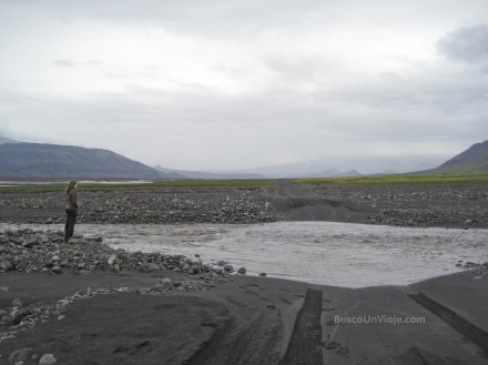 Dudando junto al río