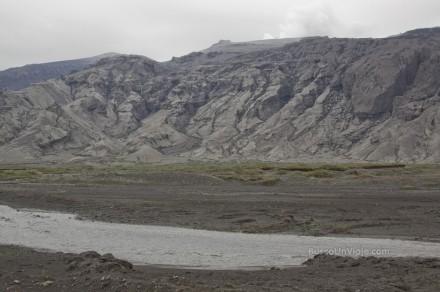 Montañas cubiertas por las cenizas del Eyjafjallajökull