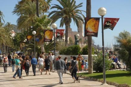 El Paseo Marítimo de Sitges engalanado durante el Festival de Cine