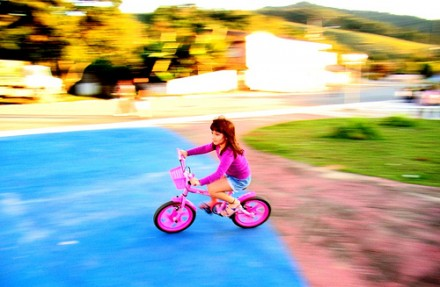 Niña en bicicleta - jonycunha, flickr.