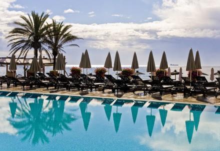 Piscina de un hotel en Marbella - Bert K, flickr.