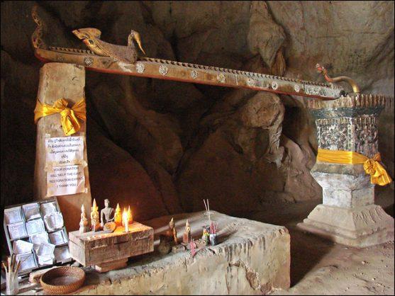 Cuevas de los mil budas de Pak Ou