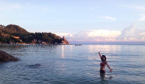Cristina E Lozano en la playa de Koh Tao, Tailandia