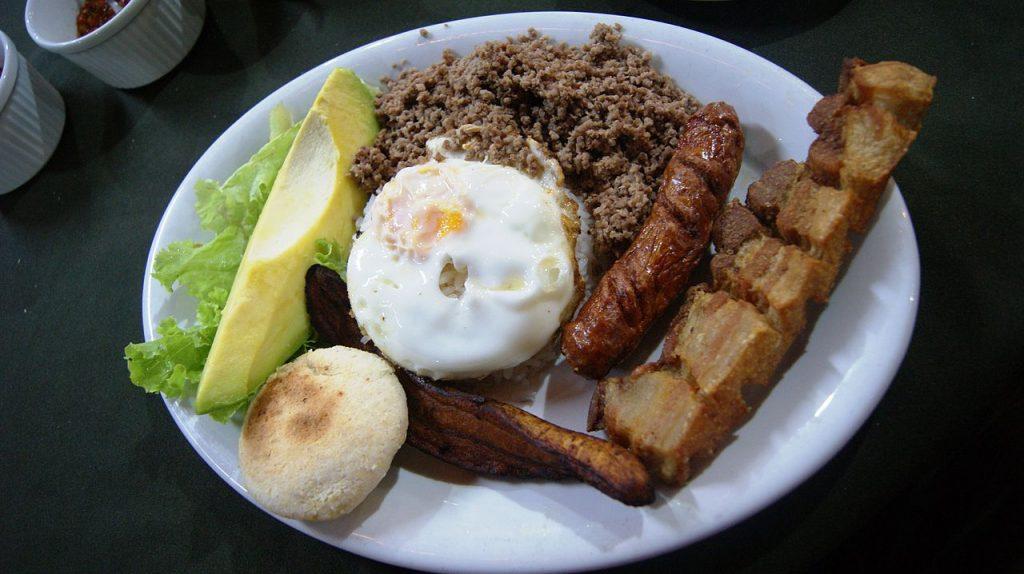 Bandeja Paisa comidas típicas de Colombia