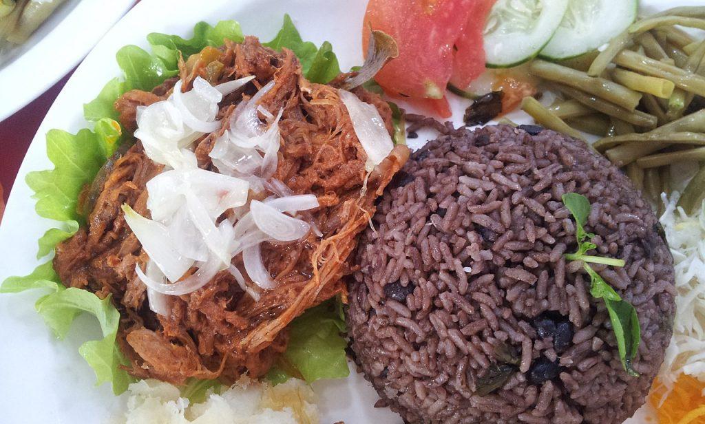 Congri o Congris (Moros y Cristianos) comida de Cuba