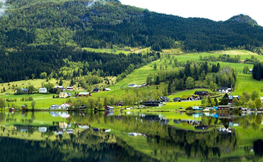 Crucero por los fiordos noruegos en verano