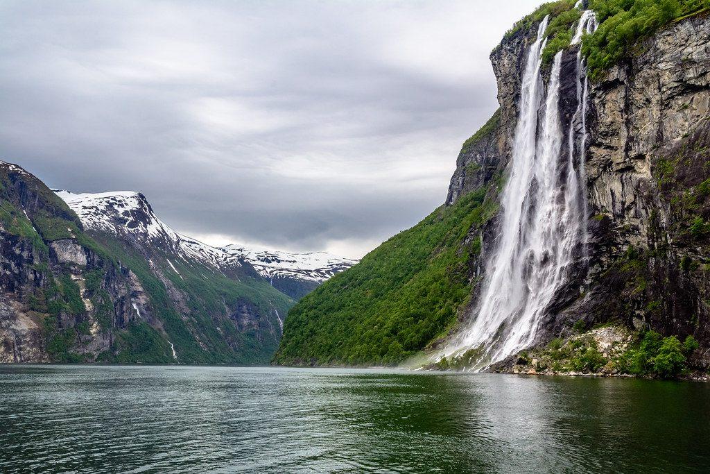 Fiordo de Geirangerfjord en Noeruega