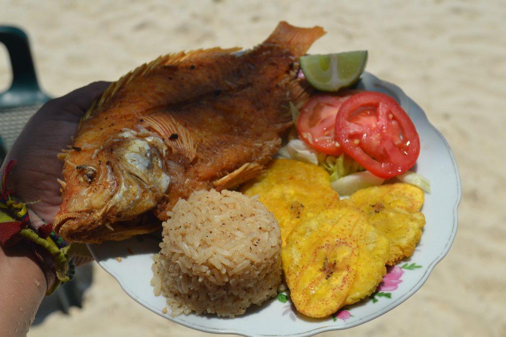 pescado frito comida típica de Colombia
