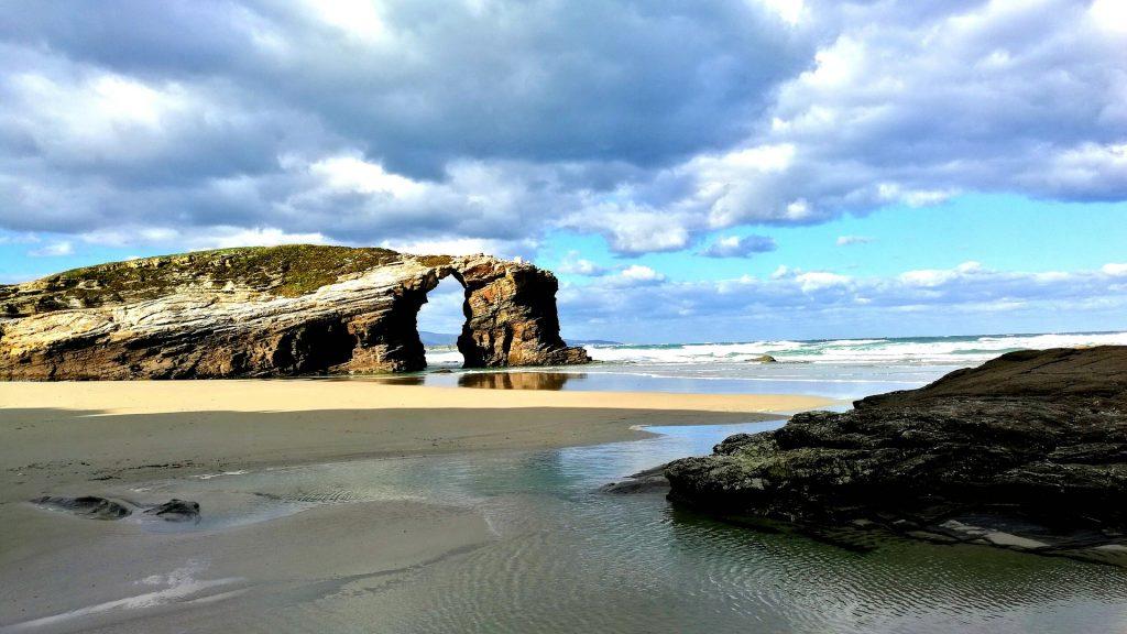 Playa As Catedrais Ribadeo en Lugo, España Mejores playas de Europa