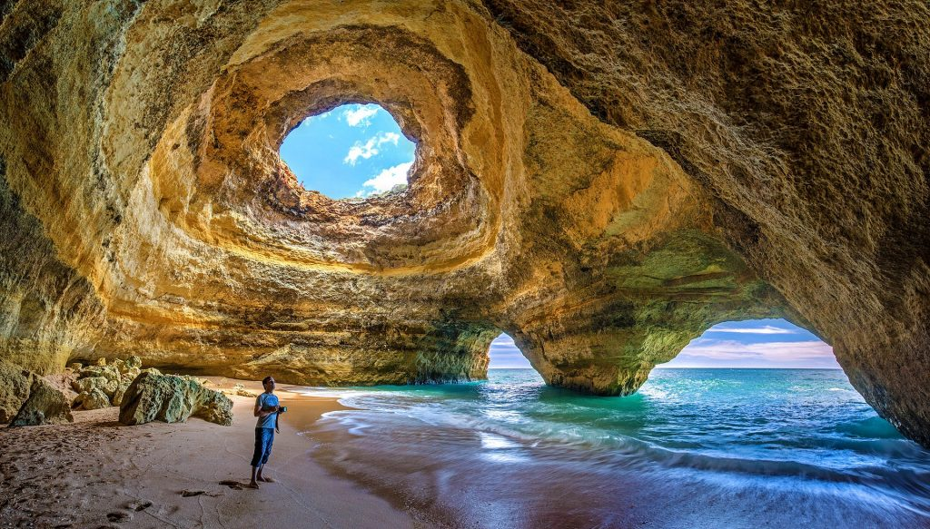 Playa de Benagil en Algarve, Portugal mejores playas de Europa