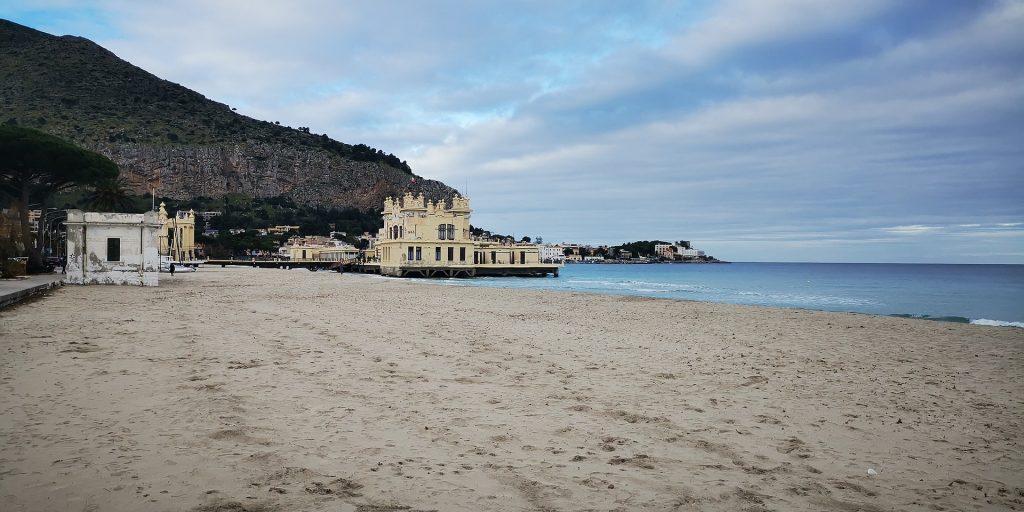 Playa de Mondello Sicilia en Italia