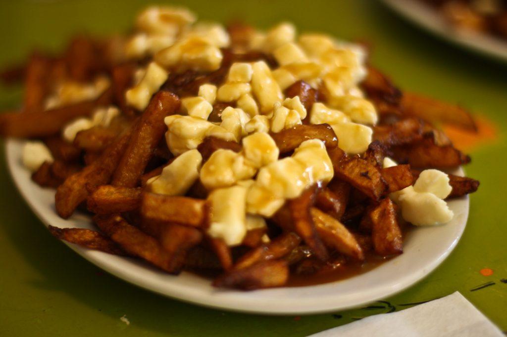 Poutine comidas típicas de Canadá