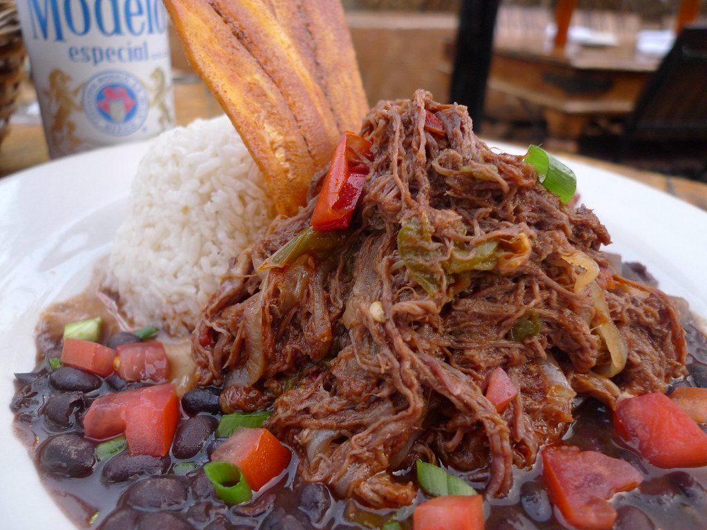 Ropa vieja comida típica de Cuba.