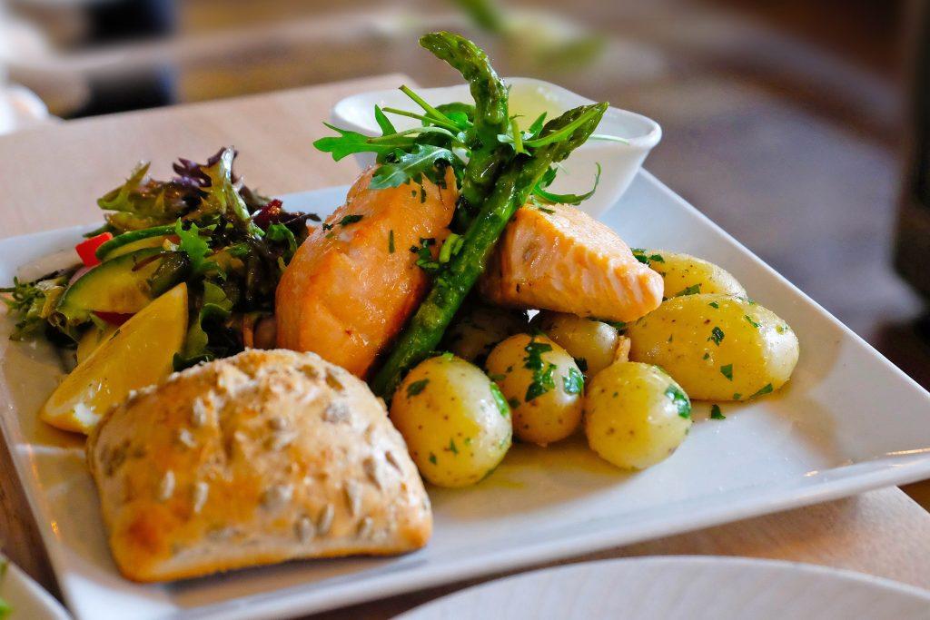 Salmón noruego Comida típica de Noruega
