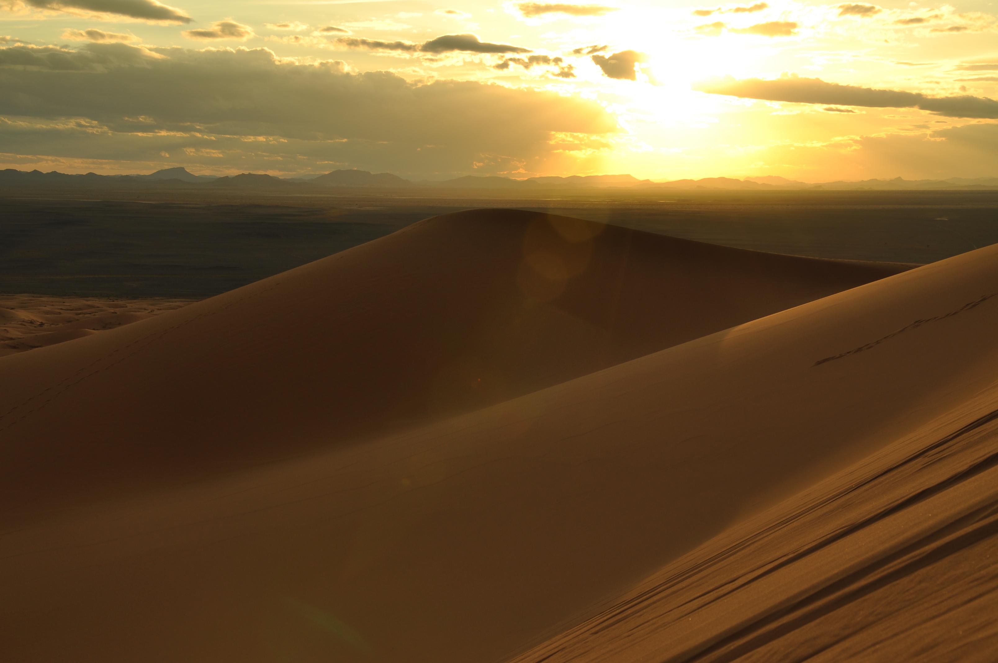 El Erg Chebbi: Travesía a pie y en camello (Semana Santa)