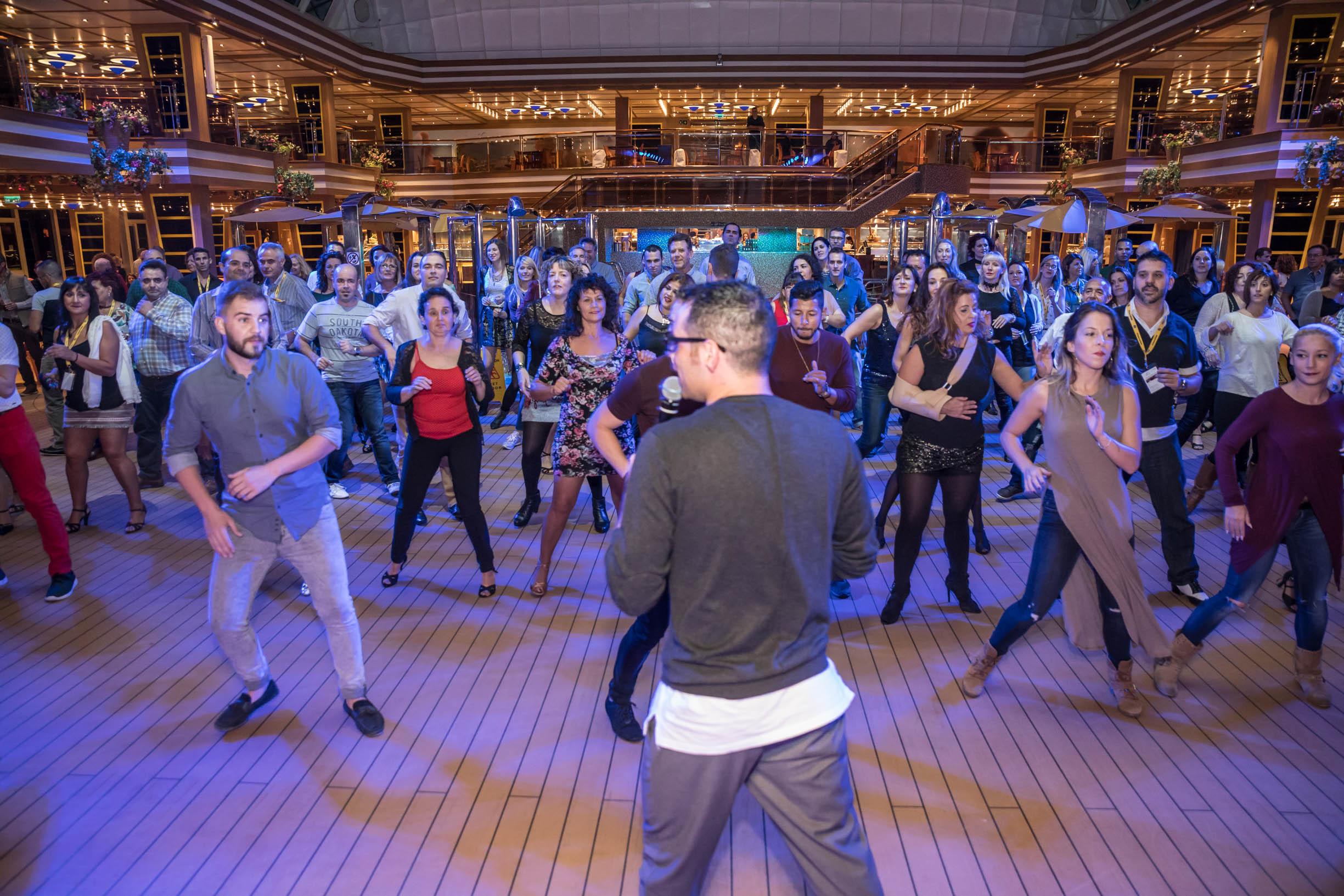 Famoso Vida De La Habitación En La Cubierta Del Baile Ideas ...