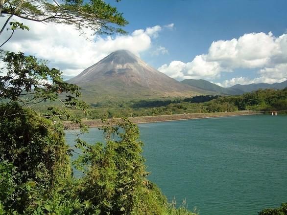 Costa Rica, volcanes y playas a tu aire en coche de alquiler