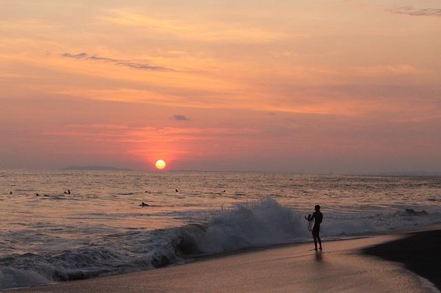 Costa Rica en familia explorando parques y descansando en playa Jacó